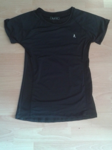 Black running shirt from Primark, €8,-.